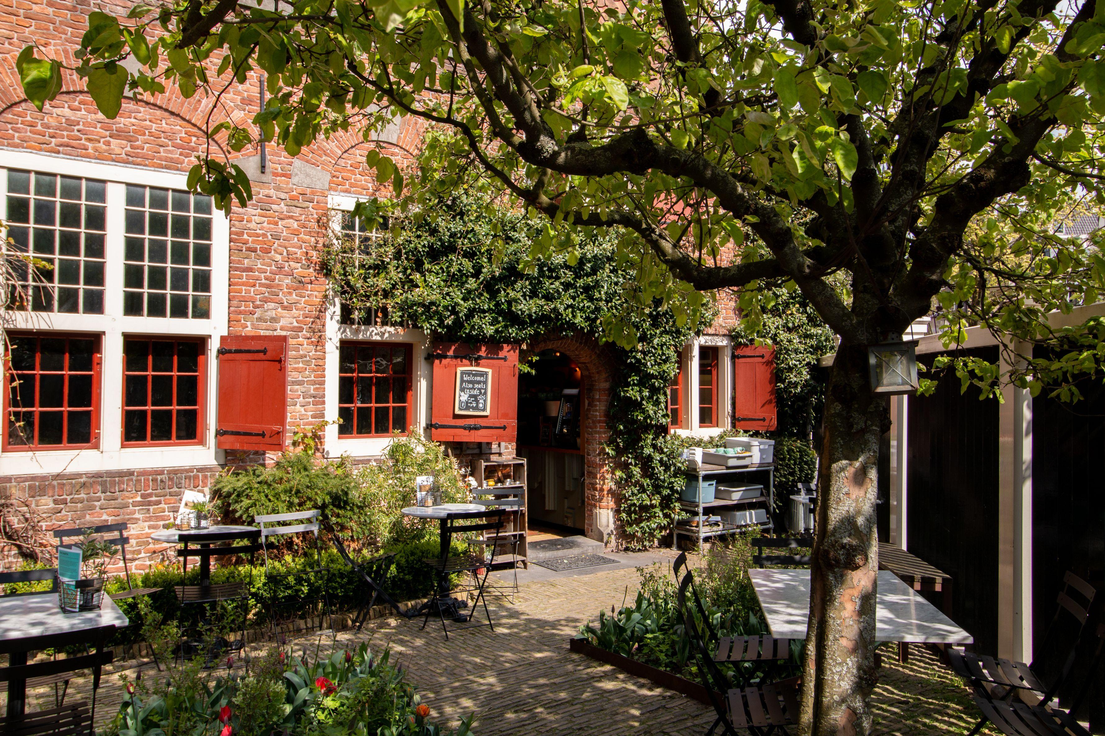 De Koffieschenkerij - Coffee café in Amsterdam - Garden